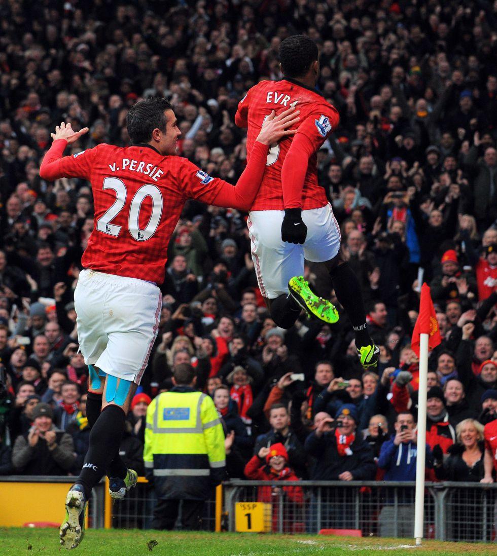 Van Persie tira del United ante el Liverpool con Mou de espía