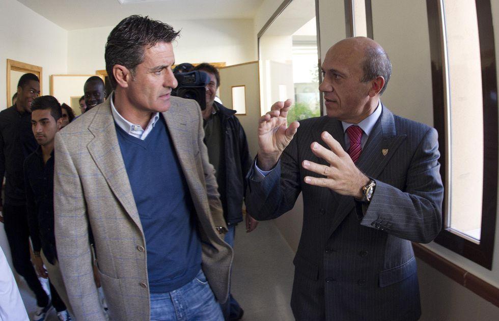 Del Nido destituye a Míchel y Emery firma hasta junio de 2014