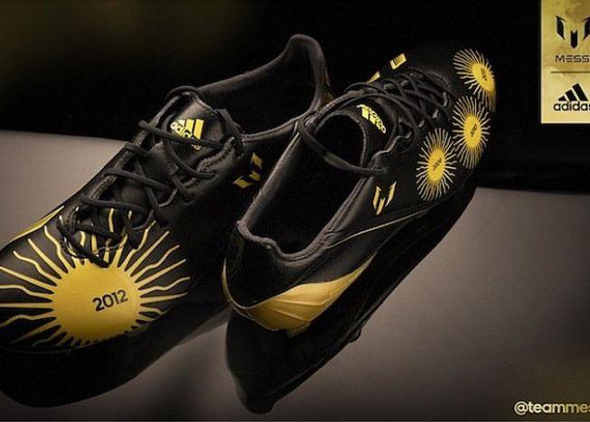 Messi lució unas botas con sus 4 Balones de Oro serigrafiados