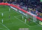 Alexis falla dos goles cantados y exaspera al Camp Nou