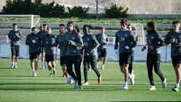 Piazon se entrenó con el equipo y podría jugar en Champions