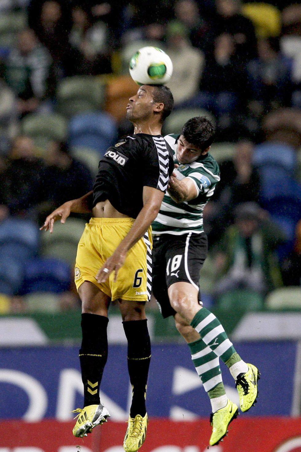 Un golazo del peruano Carrillo pone al Sporting séptimo