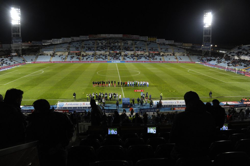 Los estadios de Primera pierden mil aficionados esta temporada