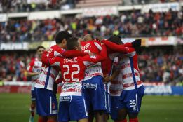 El Granada vuelve a ganar en casa y corta la racha del Rayo