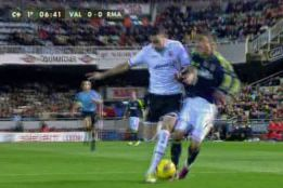 Madrid y Valencia pidieron penaltis a Teixeira Vitienes