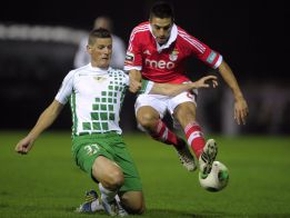 El Benfica vence al Moreirense (0-2) y refuerza el liderato