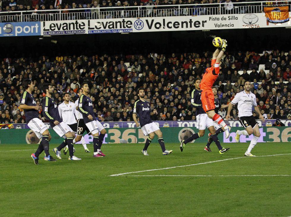 Raphaël Varane, Carvalho y Raúl Albiol cumplen a la perfección
