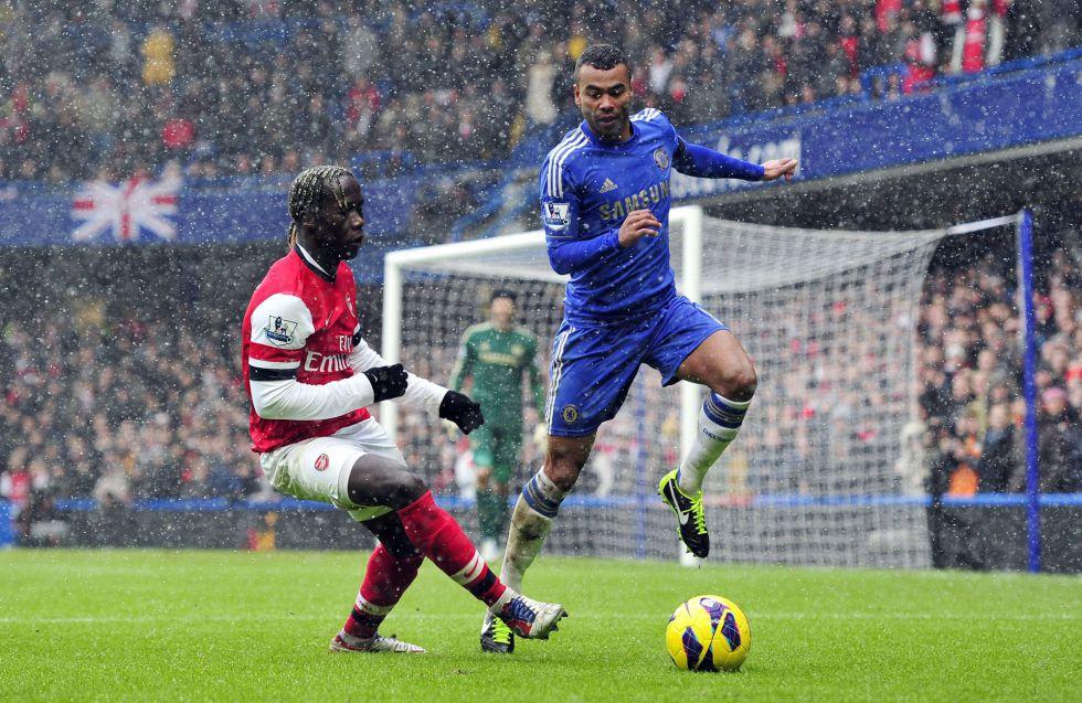 Ashley Cole renueva con el Chelsea por una temporada