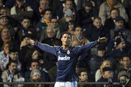 Benzema por Higuaín, único cambio respecto al once del 0-5