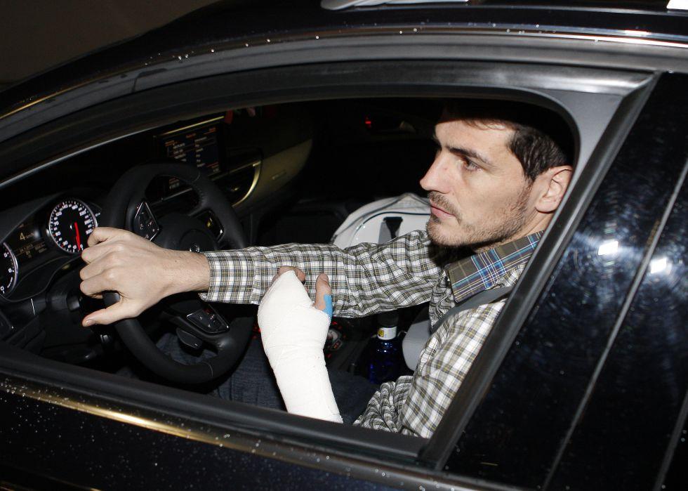 Iker Casillas: la soledad del guardameta... fracturado