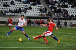 El Sporting empata ante un Murcia que acabó con nueve