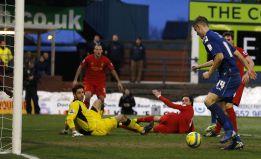Liverpool y Tottenham fracasan ante rivales de inferior categoría