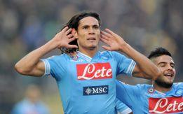 Cavani coloca al Nápoles a tres puntos del liderato de la Juve