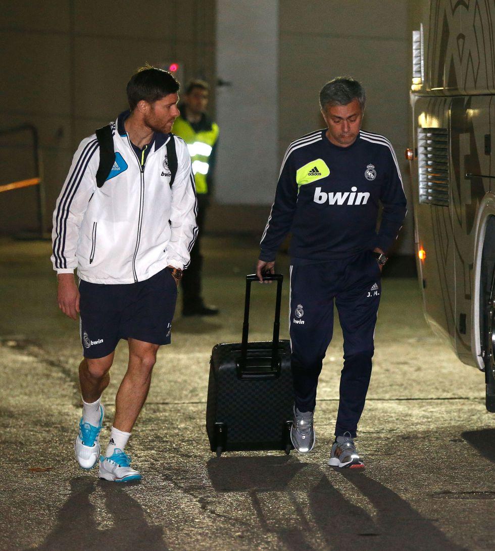 Iker Casillas en el aire y Antonio Adán en la portería del Madrid
