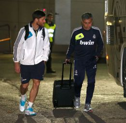 Iker Casillas en el aire y Antonio Adn en la portera del Madrid