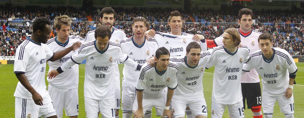 Los compañeros de Casillas visten camisetas de apoyo