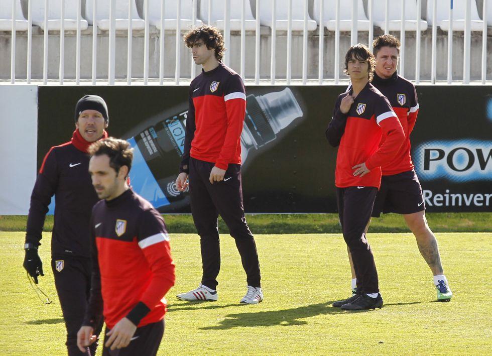 Javi Manquillo y Óliver Torres, en el entrenamiento del Atleti