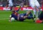 Posible penalti por mano de Daniel Alves en el minuto 35