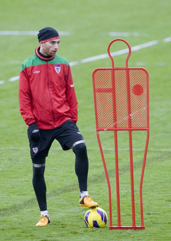 Fernando Amorebieta está con pie y medio fuera de Bilbao