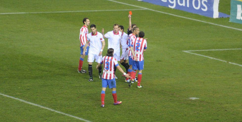 Un partido de suspensión para Spahic, Navarro y Godín