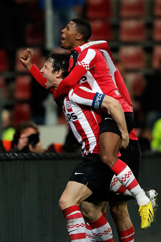 El PSV sonroja al La Haya para aferrarse al liderato liguero