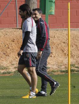 Valverde confirma el retraso de Banega, no que fuera borracho