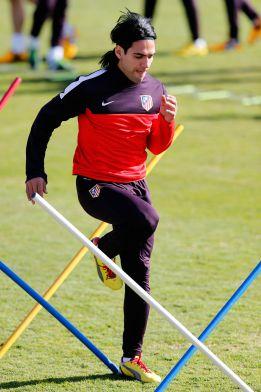 El Atlético volvió al trabajo sin Mario, convocado con España