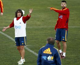 Puyol apunta a titular en su partido número 100 con España