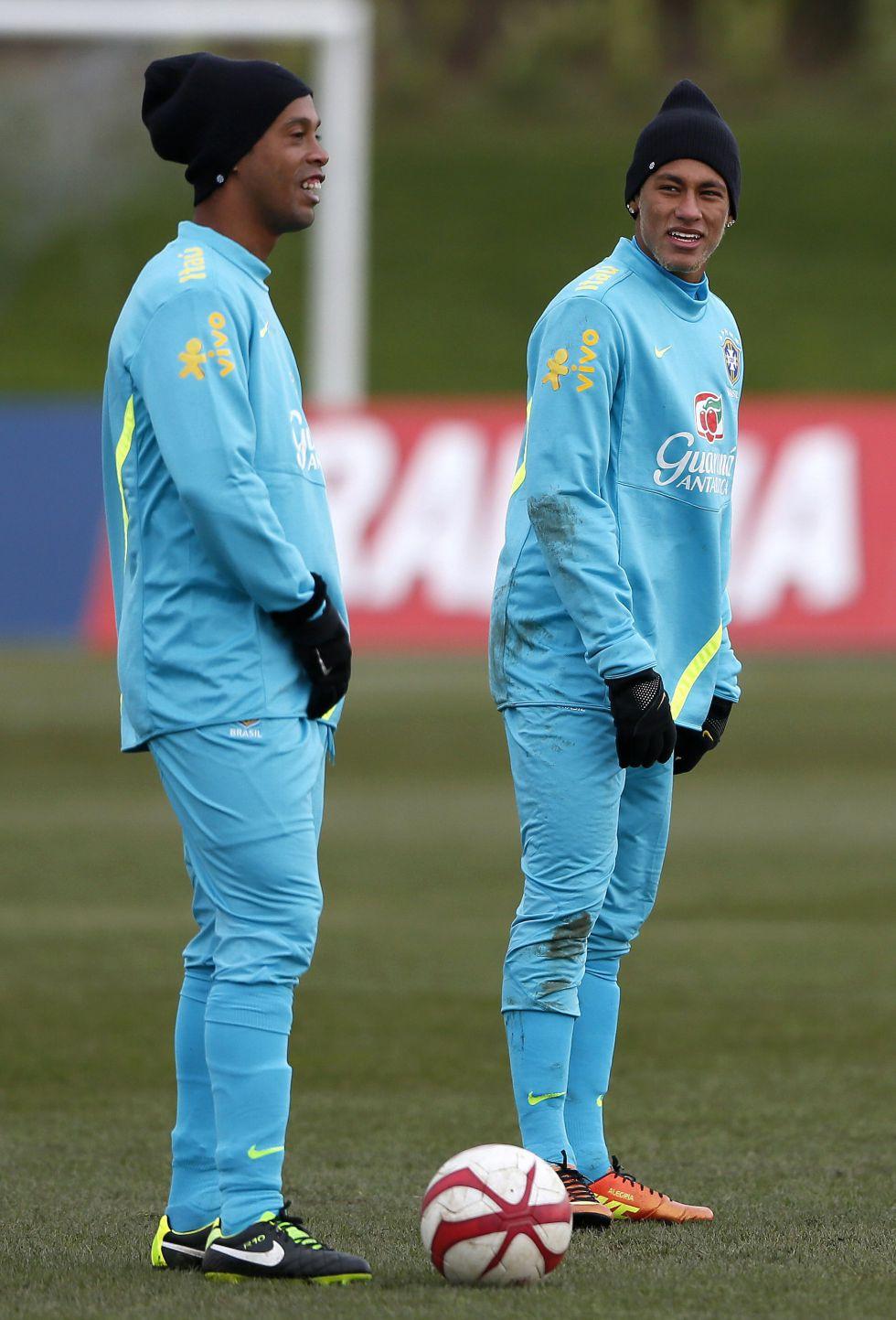 Ronaldinho guiará a Brasil ante una Inglaterra lastrada