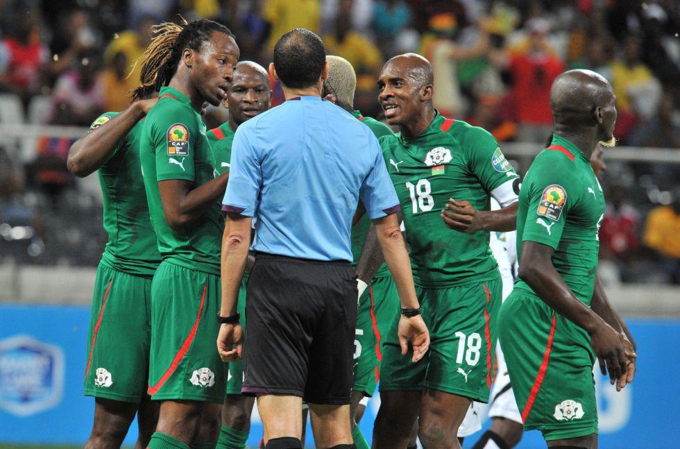 La CAF suspende a Slim Jdidi, árbitro del Burkina Faso-Ghana