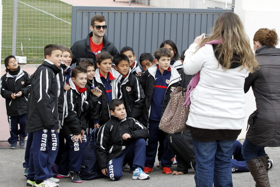 Leo aprieta a Adrián en Vallecas