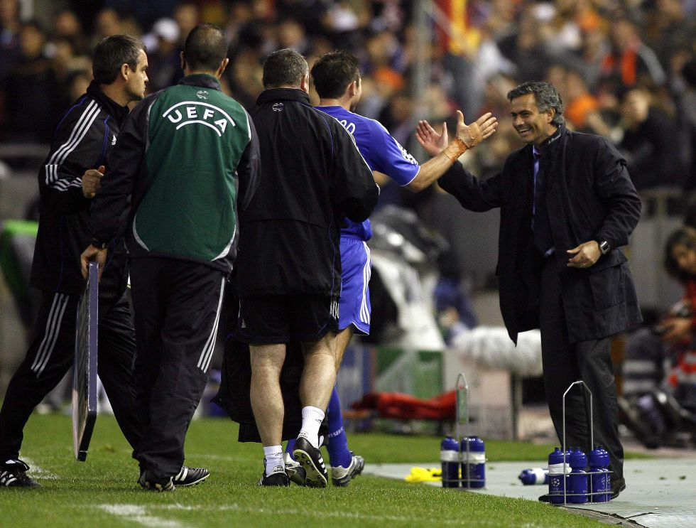 Mourinho ya pasó a cuartos en 2007 con 1-1 en el partido de ida