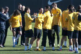 Song vuelve a entrenar con el grupo y estará ante el Granada