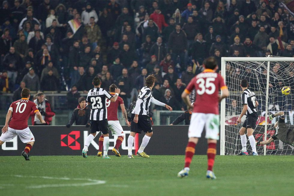 Un golazo de Totti a 113 km/h frena a la Juventus