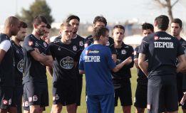 300 aficionados aplauden al equipo pese a perder en Sevilla
