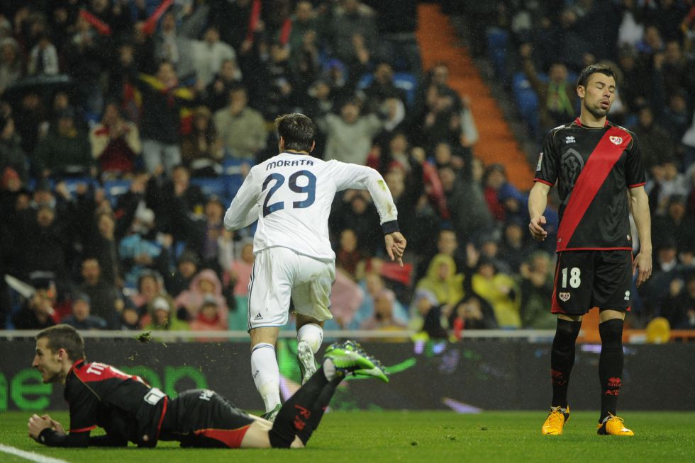 Morata fue titular, pero jugó 25 minutos por la roja a Ramos