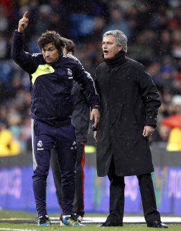Mourinho enloquece al pedir la segunda amarilla para Lass