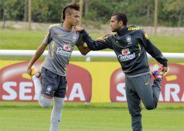 "Dani Alves: ""Le recomiendo a Neymar que se venga al Barça"""