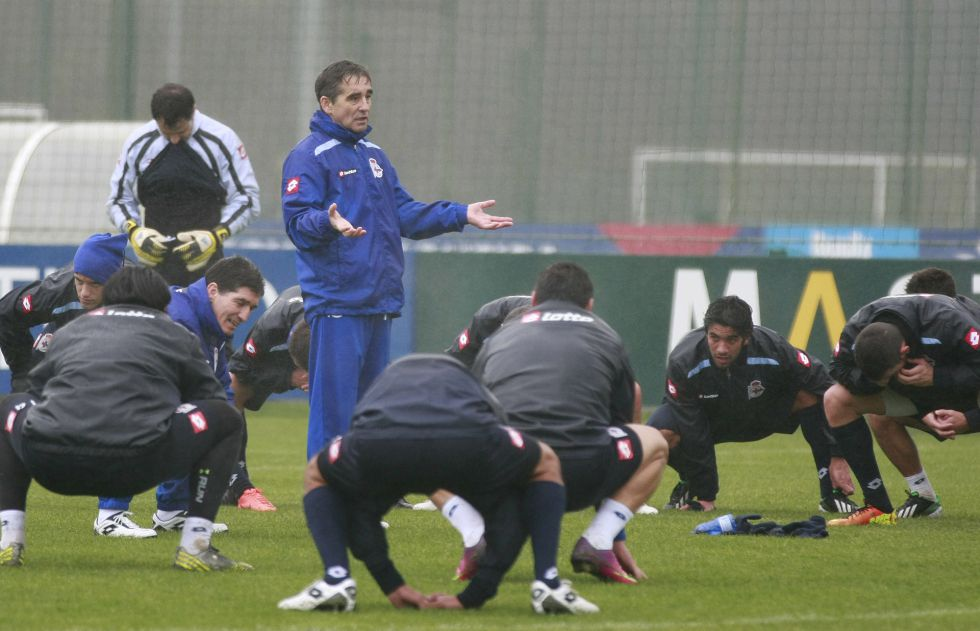 Fernando Vázquez intensifica el trabajo para recibir al Madrid