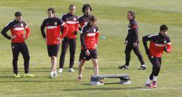 El Atlético toma contacto con el césped artificial entrenándose
