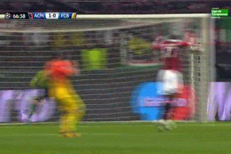 El Barça reclamó mano previa de Zapata en el gol del Milán