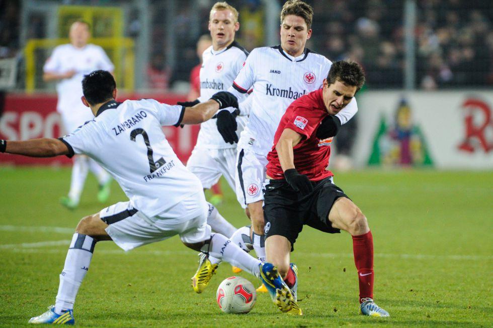 Friburgo y Eintracht empatan sin goles a pesar de las ocasiones