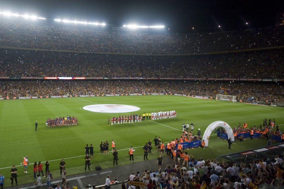 90.000 banderas darán colorido al Camp Nou en el Clásico