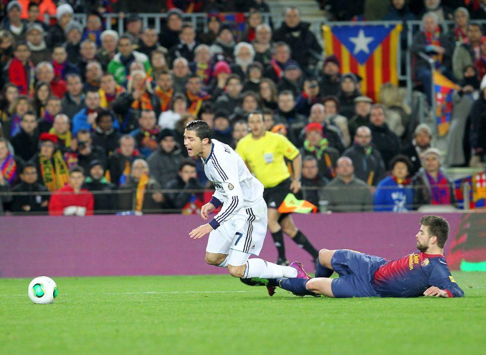 Undiano acertó en el penalti y el Barça reclamó dos a Pedro
