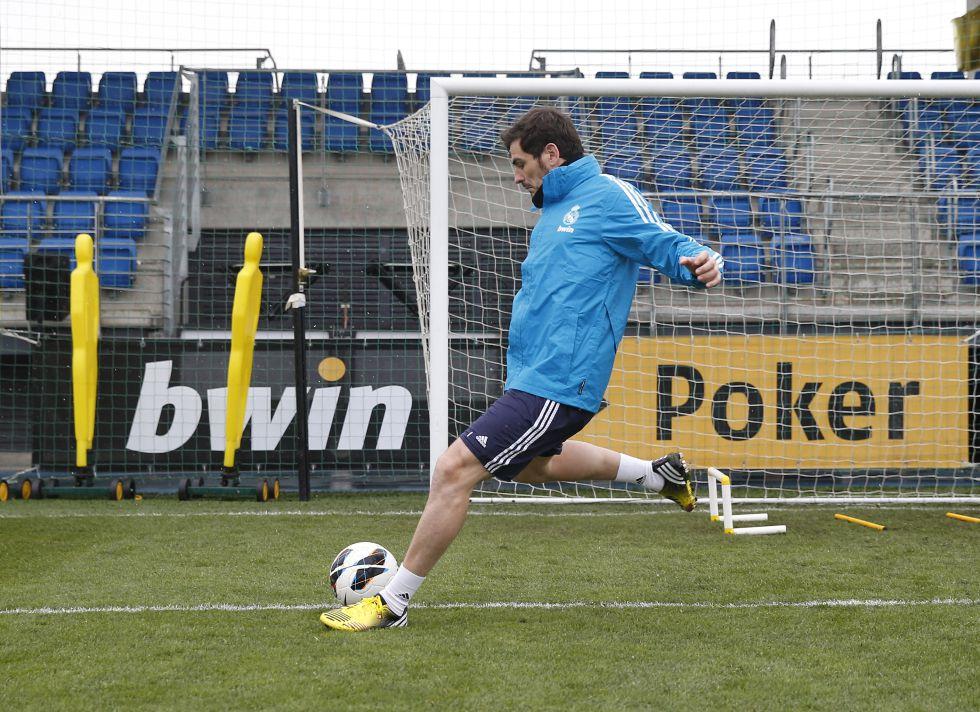 Iker Casillas trabajó con balón sobre el césped de Valdebebas
