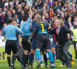 """""""Os habéis cagado, no tienes vergüenza"""", dijo Víctor Valdés"""