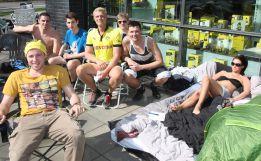 Hinchas del Dortmund acampan en busca de una entrada