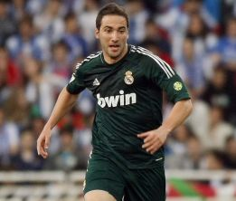 1369781637 805021 1369781695 noticia normal Arsenal target Gonzalo Higuain 70% signed for Juventus [AS]