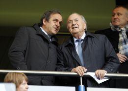 Platini urge a Blatter a poner un límite de edad en su cargo