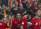 Hélder Postiga da la victoria y el liderato a Portugal